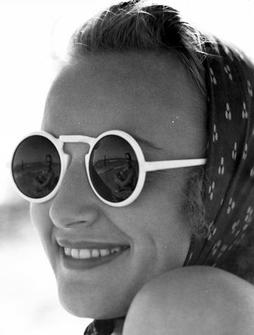 20070821032913-dddbril-britton-se-refleja-en-las-gafas-de-margarte-wright.jpg