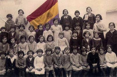 20080527092310-maestro-y-alumnas-saucejo.jpg