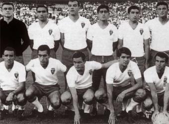 20080616102614-formacion-real-zaragoza-magnificos-campeonesd-copa-ano-1964-agachados-izquierda-derecha-canario.jpg