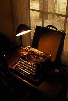 20081005211451-faulknerstypewriter.jpg