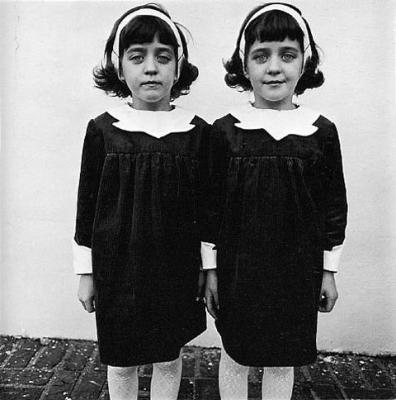 20090104135405-diane-arbus-twins.jpg