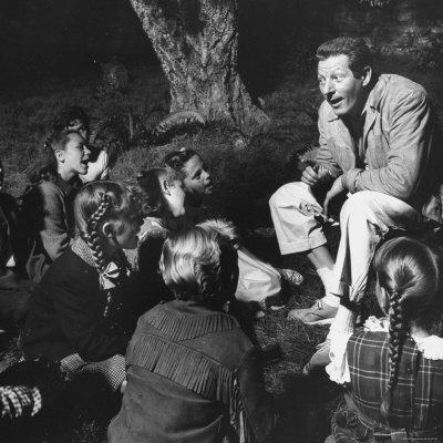 20090827011645-gjon-mili-danny-kaye-entertaining-children-on-set-on-the-set-of-mgm-movie-hans-christian-andersen.jpg
