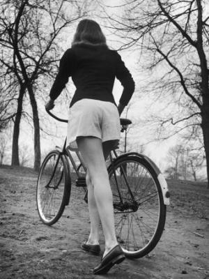 20090910092455-nina-leen-bicycle-being-pushed-by-a-typical-american-girl.jpg