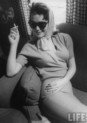 20091207123105-lee-remick-in-pants-anatomy-of-a-murder-1951.jpg