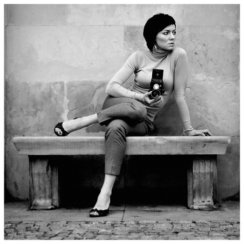 20100905112535-black-and-white-mood-photography-woman-60-camera-ffc8b9f82cb0802d2cf2ab3a34b415b6-h.jpg
