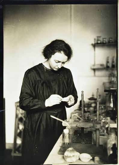 20120401135833-madame-marie-sklodowska-curie-c.1910-by-a.-harlingue.jpg