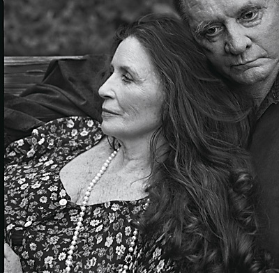 20061231204918-leibovitz.johnyy-cash-y-june-carter2001.jpg