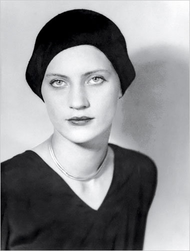 20080208095455-lee-miller-man-ray-1930.jpg