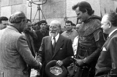 20080406192637-ramon-menendez-pidal-rodaje-cid-director-anthony-mann-charlton-heston-1-.jpg