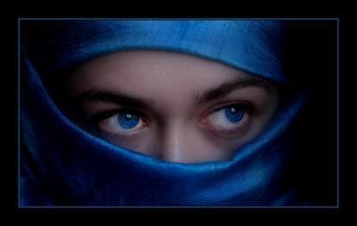 20080422111452-amorerotic-2bsensual-2bblue-eyes-by-yuribonder.jpg