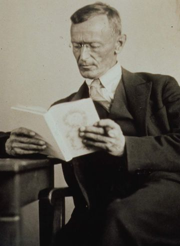 20090108081132-hermann-hesse-1927-photo-gret-widmann.jpg
