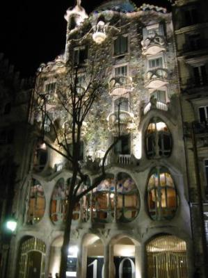 20090729100041-casa-batllo-at-night.jpg