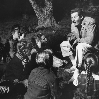 20090827011645-gjon-mili-danny-kaye-entertaining-children-on-set-on-the-set-of-mgm-movie-hans-christian-andersen.jpg