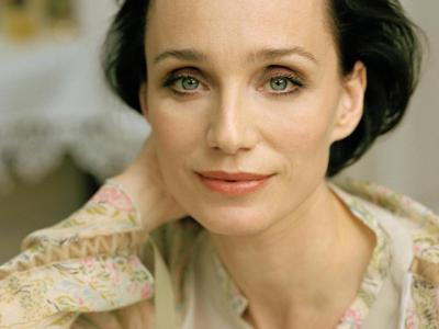20120505161939-kristin-scott-thomas-wallpaper-15.jpg