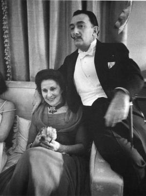 20120724124734-alfred-eisendaedt.-dali-and-his-wife.jpg
