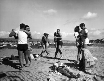 20150718131739-peter-stackpole.-balboa.-california-beach-1947.jpg